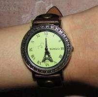 Продам стильные женские часы WoMaGe